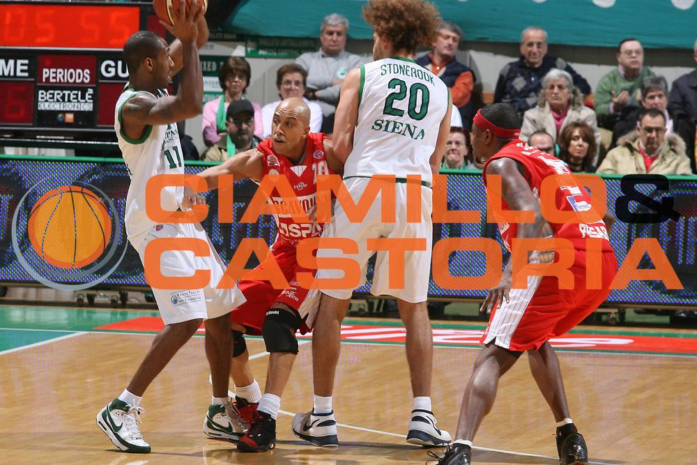 DESCRIZIONE : Siena Lega A1 2007-08 Montepaschi Siena Scavolini Spar Pesaro<br />GIOCATORE : Thornton Myers Stonerook Slay<br />SQUADRA : Montepaschi Siena<br />EVENTO : Campionato Lega A1 2007-2008 <br />GARA : Montepaschi Siena Scavolini Spar Pesaro<br />DATA : 28/03/2008 <br />CATEGORIA : Palleggio Difesa Blocco<br />SPORT : Pallacanestro <br />AUTORE : Agenzia Ciamillo-Castoria/G.Ciamillo