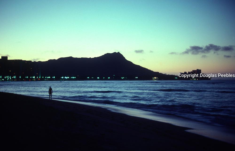 Sunrise, Waikiki Beach, Oahu, Hawaii<br />