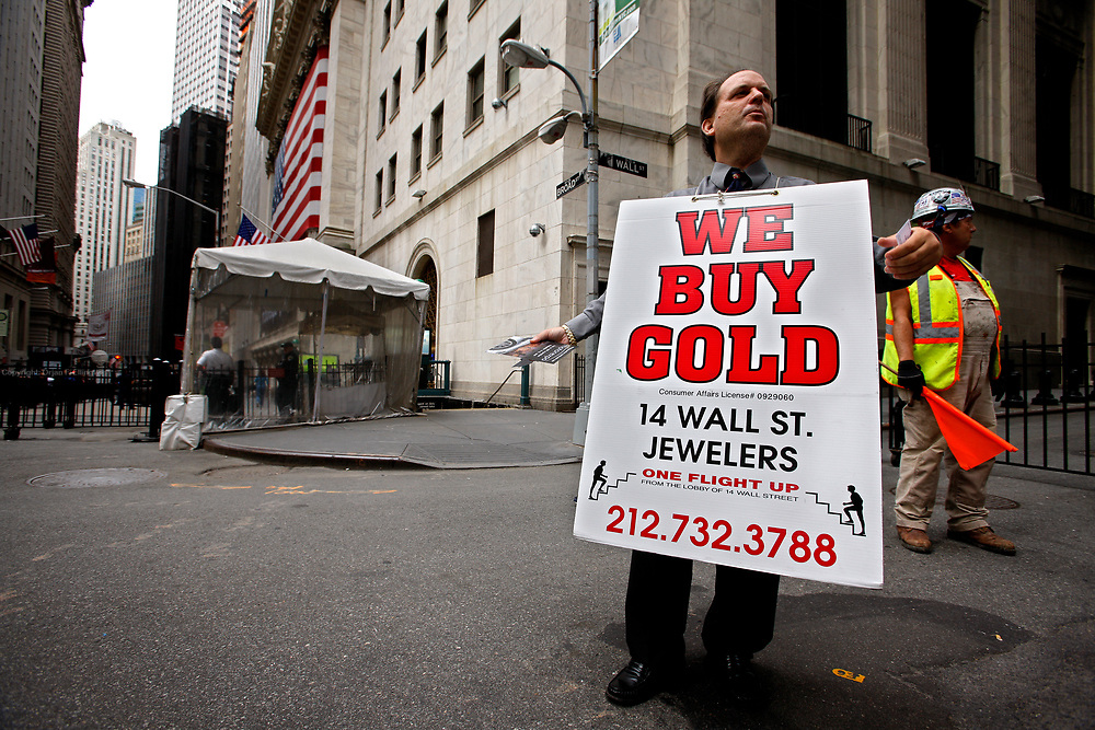 Amidtst the trouble on Wall Street, Marvin Rafeld sees a chance to advertise for Buying and Selling Gold outside NYSE. Trouble on Wall Street. AIG, The American International Group have been deregulated, and trading is down at the NYSE New York Stock Exchange.