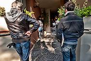Roma 26 Novembre 2012.Sfratto con intervento delle polizia in   Via dell'Imbrecciato 239 alla Magliana, alcune famiglie del gruppo ? Inquilini Resistenti? con il Responsabile Nazionale dell'AS.IA - USB  Fascetti Angelo, si sono asserragliate nell'appartamento di Massimo  per impedire il suo sfratto eseguito con le forze di Polizia.Lo sfratto è stato rinviato a Gennaio..