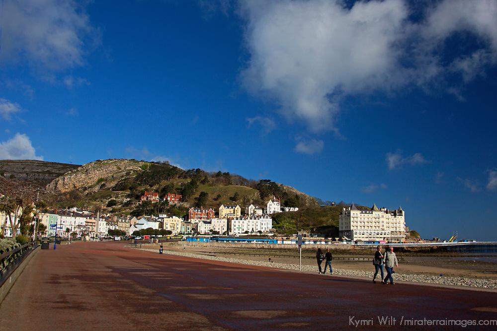 Europe, United Kingdom, Wales, Llandudno. Promenade at Llandudno Beach, Wales.