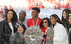18.05.2019, Allianz Arena, Muenchen, GER, 1. FBL, FC Bayern Muenchen vs Eintracht Frankfurt, 34. Runde, Meisterfeier nach Spielende, im Bild David Alaba mit Familie // during the celebration after winning the championship of German Bundesliga season 2018/2019. Allianz Arena in Munich, Germany on 2019/05/18. EXPA Pictures © 2019, PhotoCredit: EXPA/ SM<br /> <br /> *****ATTENTION - OUT of GER*****