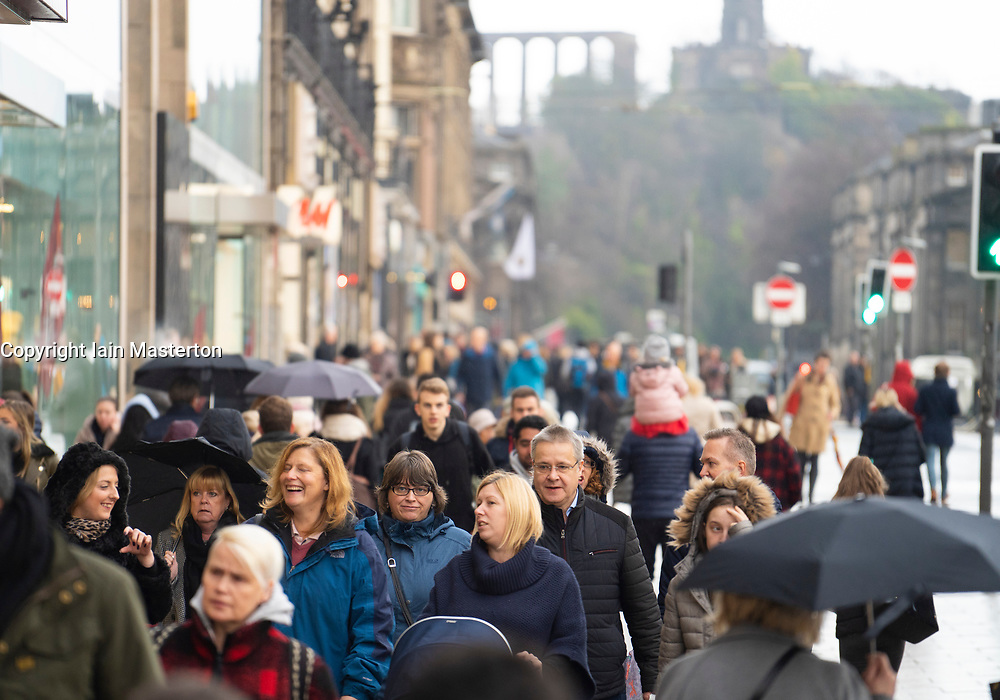 Edinburgh, Scotland, UK. 23 November, 2018. Many Black Friday shoppers out on Princes Street despite rainy weather , Edinburgh, Scotland, UK