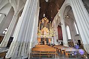 Nederland, Nijmegen, 6-4-2012De bouwkundige staat van de St. Stevenskerk,  baart de gemeente zorgen. Er brokkelen stukken steen van de ornamenten af terwijl er niet genoeg geld is voor onderhoud of renovatie van met name de zachte tufstenen delen van de kerk.Foto: Flip Franssen