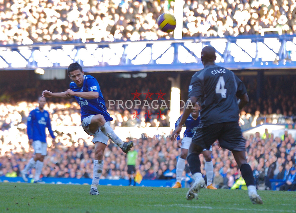 LIVERPOOL, ENGLAND - Saturday, February 9, 2008: Everton's Tim Cahill blasts his shot over the Reading bar during the Premiership match at Goodison Park. (Photo by David Rawcliffe/Propaganda)