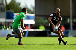 Olly Woodburn of Exeter Chiefs is marked by Will Evans of Harlequins- Mandatory by-line: Ryan Hiscott/JMP - 19/10/2019 - RUGBY - Sandy Park - Exeter, England - Exeter Chiefs v Harlequins - Gallagher Premiership Rugby