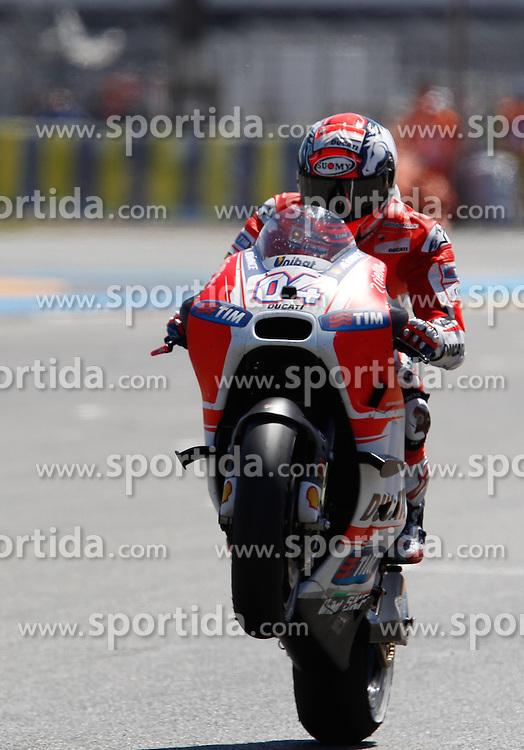 17.05.2015, Circuit, Le Mans, FRA, MotoGP, Grand Prix von Frankreich, im Bild 4 Andrea Dovizioso / Italien Whelee Zieldurchfahrt // during the MotoGP Monster Energy France Grand Prix at the Circuit in Le Mans, France on 2015/05/17. EXPA Pictures &copy; 2015, PhotoCredit: EXPA/ Eibner-Pressefoto/ Stiefel<br /> <br /> *****ATTENTION - OUT of GER*****