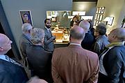 Nederland, Amsterdam, 21-11-2017. 31e editie van PAN Amsterdam, beurs voor moderne en klassieke kunst, antiek en design in de Rai.Bij werk van Pablo Picasso.Foto: Flip Franssen