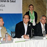 Valle de Bravo,  Mex -  Salomon Chertorivsky Woldemberg,  secretario de Salud Federal  y Gabriel O´Shea Cuevas, secretario de Salud del Estado de Mexico durante la XXI Reunion Ordinaria del Consejo Nacional de Salud.   Agencia MVT / Jose Hernandez.