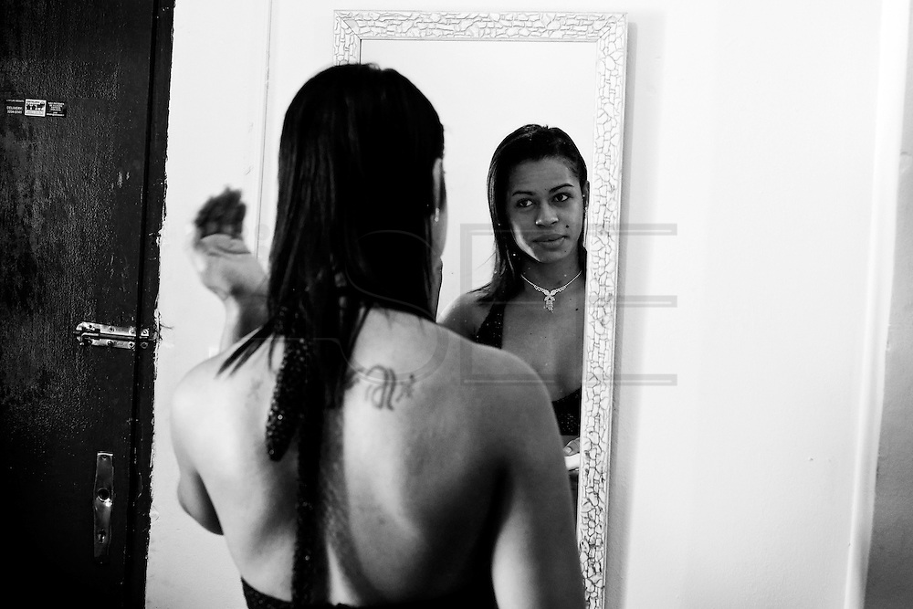 Born in Fortaleza, in Ceará state, Lara discovered that was different at the age of 10, and at 17 she modified her body while taking hormone treatments. Lara looks in the mirror just before leaving home.