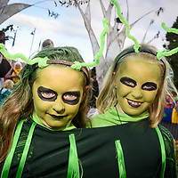 REPRO FREE<br /> Alien twins Megan and May Minihane from Garretstown pictured at this years Kinsale Halloween parade.<br /> Picture. John Allen