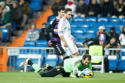 30.11.2013, Estadio Santiago Bernabeu, Madrid, ESP, Primera Division, Real Madrid vs Real Valladolid, 15. Runde, im Bild Real Madrid&Acirc;&acute;s Carvajal (R) and goalkeeper Diego Lopez (F) and Valladolid&Acirc;&acute;s Javi Guerra // Real Madrid&Acirc;&acute;s Carvajal (R) and goalkeeper Diego Lopez (F) and Valladolid&Acirc;&acute;s Javi Guerra during the Spanish Primera Division 15th round match between Real Madrid CF and Real Valladolid CF at the Estadio Santiago Bernabeu in Madrid, Spain on 2013/12/01. EXPA Pictures &copy; 2013, PhotoCredit: EXPA/ Alterphotos/ ALTERPHOTOS /Victor Blanco<br /> <br /> *****ATTENTION - OUT of ESP, SUI*****