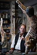 Frankfurt | 23.11.2017<br /> <br /> Joachim Kreutz, Bildhauer und Grabsteingestalter, in seinem Atelier in Frankfurt am Main.<br /> <br /> photo &copy; peter-juelich.com