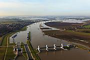 Nederland, Noord-Brabant, Lithoijen 10-01-2011;.Prinses Máxima Sluizen in de Maas bij Lithoijen..luchtfoto (toeslag), aerial photo (additional fee required).foto/photo Siebe Swart