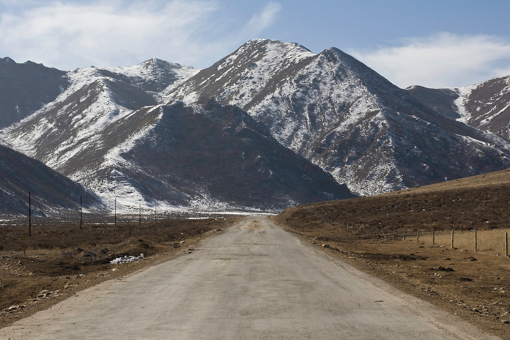On the road to Labrang (Xiahe) in the isolated Sangke valley. The chinese police avoid this area after she has been attacked several times by tibetans throwing stones on their cars.