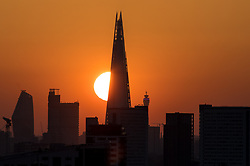 © Licensed to London News Pictures. 05/05/2018. London, UK. The sun sets behind the Shard, as seen from Greenwich Park. The warm weather over this bank holiday is forecast to peak on Monday, and is set to be the warmest on record. Photo credit : Tom Nicholson/LNP