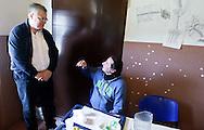 Roma 10 Marzo 2013.Fare bene fa bene?, questo il principio alla base della ?Giornata delle buone azioni- Good deeds day?, arrivata quest'anno alla sua 7ima edizione. Lanciata dall'associazione Ruach Tovà, la giornata delle buone azioni celebra il valore del volontariato dentro e fuori da Israele con iniziative di solidarietà. A Roma l'appuntamento è presso la mensa della Caritas Giovanni Paolo II in zona Colle Oppio dove l'ambasciatore a Roma e il personale diplomatico saranno volontari al servizo dei poveri. L'ambasciatore d'Israele in Italia  Naor Gilon  con un ospite della caritas