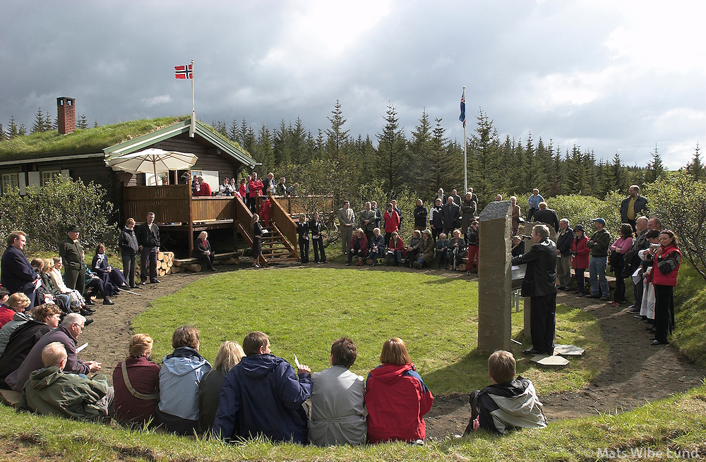 Torgeirsstadir - bústaður tilheyrir Nordmannslaget á Íslandi Myndinn er tekin þegar 50 ára afmælið var haldið hátiðlegt 5 júni 2004.  (Þorgeirsstaðir) Heiðmörk skógræktarsvæði, Reykjavík /.Torgeirsstadir - holday home for Nordmannslaget - The federation of Norwegians settled in Iceland - in Heidmork forest east of Reykjavik. The photo was taken at the 50 years celebration of Torgeirsstadir.