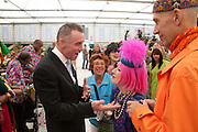 GARY RHODES; ZANDRA RHODES; , PRESS PREVIEW. The RHS Chelsea Flower Show 2011. The Royal Hospital grounds. Chelsea. London. 23 May 2011. <br /> <br />  , -DO NOT ARCHIVE-© Copyright Photograph by Dafydd Jones. 248 Clapham Rd. London SW9 0PZ. Tel 0207 820 0771. www.dafjones.com.