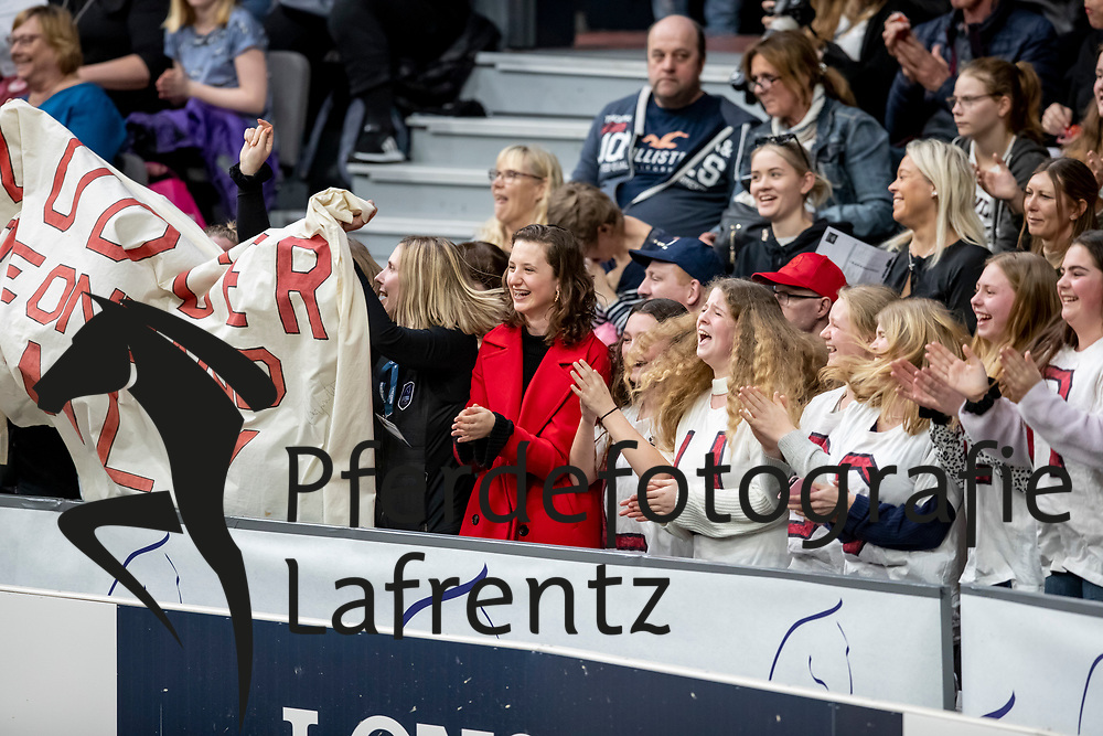Fans<br /> Göteborg - Gothenburg Horse Show 2019 <br /> Longines FEI World Cup™ Final II<br /> Int. jumping competition with jump-off (1.50 - 1.60 m)<br /> Longines FEI Jumping World Cup™ Final and FEI Dressage World Cup™ Final<br /> 05. April 2019<br /> © www.sportfotos-lafrentz.de/Stefan Lafrentz