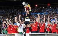 FUSSBALL EUROPAMEISTERSCHAFT 2008  Deutschland 0-1  Spanien    29.06.2008 JUBEL ESP, Kapitaen Iker Casillas mit EURO Pokal, Coupe Henri Delaunay
