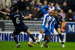 WIGAN, ENGLAND - Sunday, January 20, 2008: Everton's Mikel Arteta and Wigan Athletic's Wilson Palacios during the Premiership match at the JJB Stadium. (Photo by David Rawcliffe/Propaganda)