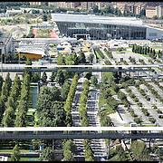 Il parcheggio del Lingotto con sullo sfondo il padiglione dell'Oval