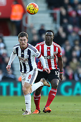 Craig Gardner of West Bromwich Albion heads the ball under pressure from Victor Wanyama of Southampton - Mandatory by-line: Jason Brown/JMP - 07966386802 - 16/01/2016 - FOOTBALL - Southampton, St Mary's Stadium - Southampton v West Bromwich Albion - Barclays Premier League