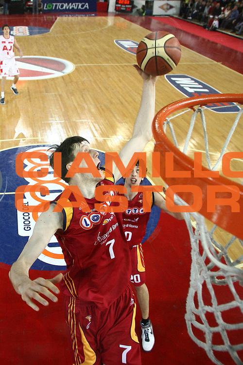DESCRIZIONE : Roma Lega A1 2007-08 Lottomatica Virtus Roma Armani Jeans Milano<br /> GIOCATORE : Gregor Fucka<br /> SQUADRA : Lottomatica Virtus Roma<br /> EVENTO : Campionato Lega A1 2007-2008<br /> GARA : Lottomatica Virtus Roma Armani Jeans Milano<br /> DATA : 16/03/2008<br /> CATEGORIA : rimbalzo special<br /> SPORT : Pallacanestro<br /> AUTORE : Agenzia Ciamillo-Castoria/E.Castoria