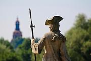 Schloss Moritzburg, Figur im Schlosspark, Kirchturm, Sachsen, Deutschland.|.Moritzburg Castle, park, Saxony, Germany.