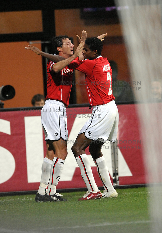 19-10-2006 VOETBAL: UEFA CUP: AZ - SPORTING BRAGA: ALKMAAR<br /> AZ versloeg de Portugese topclub Sporting Braga in de groepsfase van de UEFA-beker overtuigend met 3-0 / Shota Arveladze scoort de 1-0 en Kew Jaliens<br /> &copy;2006-WWW.FOTOHOOGENDOORN.NL