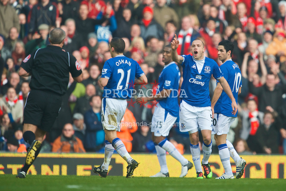 LIVERPOOL, ENGLAND - Saturday, February 6, 2010: Everton's John Heitinga protests to referee Martin Atkinson during the Premiership match against Liverpool at Anfield. The 213th Merseyside Derby. (Photo by: David Rawcliffe/Propaganda)