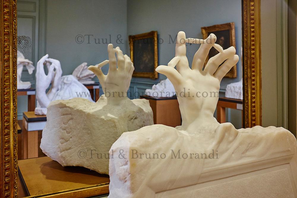 France, Paris (07), musée Rodin, 77 rue de Varenne, Main Sortant de la Tombe // France, Paris, Rodin museum, Hand from the Tomb