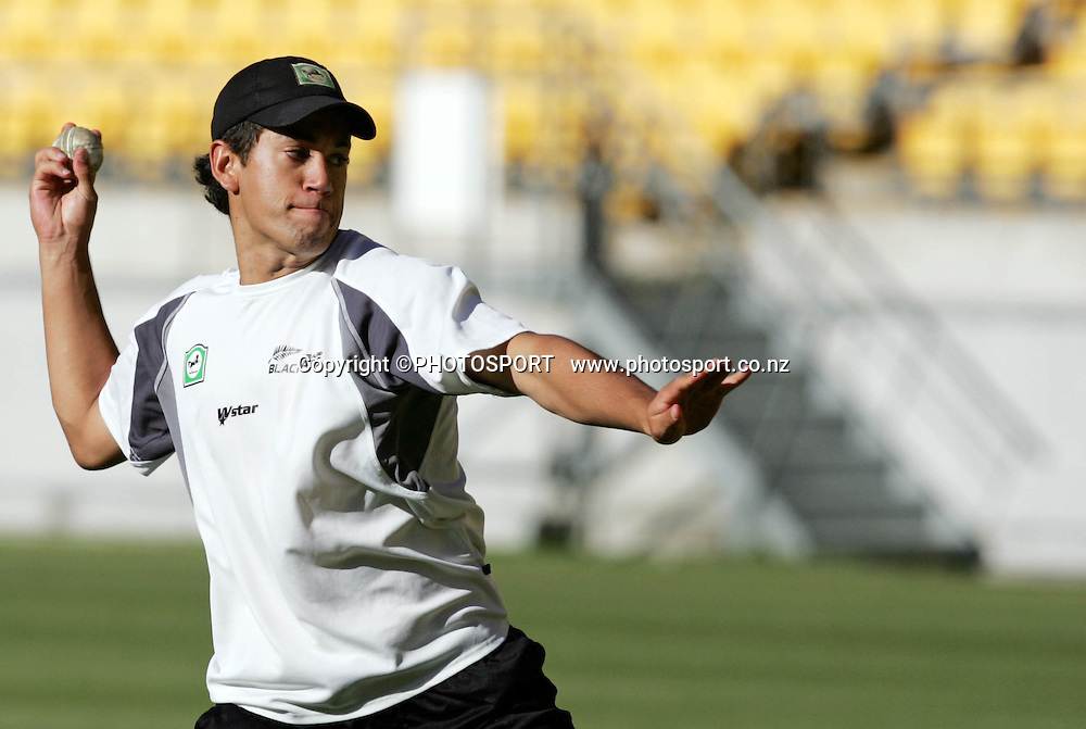 Ross Taylor in action during Black Caps training session at Westpac Stadium, Wellington, New Zealand on Wednesday February 13, 2007. Photo: John Cowpland/PHOTOSPORT