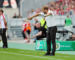 09.08.2015, Stadion Essen, Essen, GER, DFB Pokal, Rot Weiss Essen vs Fortuna Duesseldorf, 1. Runde, im Bild Cheftrainer Frank Kramer (Duesseldorf) gestikuliert // during German DFB Pokal first round match between Rot Weiss Essen and Fortuna Duesseldorf at the Stadion Essen in Essen, Germany on 2015/08/09. EXPA Pictures © 2015, PhotoCredit: EXPA/ Eibner-Pressefoto/ Hommes<br /> <br /> *****ATTENTION - OUT of GER*****