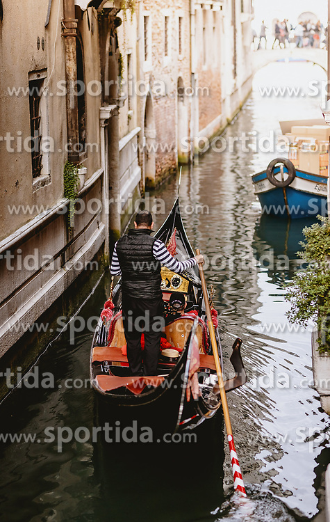 THEMENBILD - Kanalansicht mit venezianischen Häusern und Gondeln, aufgenommen am 04. Oktober 2019 in Venedig, Italien // Canal view with Venetian houses and gondolas in Venice, Italy on 2019/10/04. EXPA Pictures © 2019, PhotoCredit: EXPA/ JFK