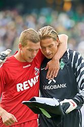 28.08.2010, Weser Stadion, Bremen, GER, 1.FBL, Werder Bremen vs 1. FC Koeln im Bild  Lukas Podolski (Koeln #10) und Keeper Tim Wiese ( Werder #01)   EXPA Pictures © 2010, PhotoCredit: EXPA/ nph/  Kokenge+++++ ATTENTION - OUT OF GER +++++