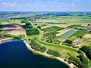 Nederland, Gelderland, gemeenteWest Maas en Waal; 14–05-2020;  Waaldijk (rechtsonder) overgaand in Waalbandijk tussen Dreumel en Wamel (in het verschiet). In de voorgrond de Vonkerplas. Links boven het midden rivier de Waal met in de verte de Prins Willem Alexanderbrug, Beneden-Leeuwen.<br /> Waaldijk (bottom right) transition to Waalbandijk between Dreumel and Wamel. In the foreground the Vonkerplas. River Waal in the distance.<br /> <br /> luchtfoto (toeslag op standaard tarieven);<br /> aerial photo (additional fee required)<br /> copyright © 2020 foto/photo Siebe Swart