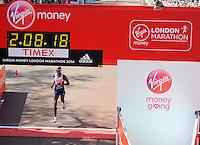 Mo Farah finishes 8th<br /> The Virgin Money London Marathon 2014<br /> 13 April 2014<br /> Photo: Javier Garcia/Virgin Money London Marathon<br /> media@london-marathon.co.uk