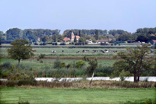 Nederland, Ubbergen, 11-9-2013Zicht op de Ooijpolder met in de achtergrond het dorp Ooij.Foto: Flip Franssen/Hollandse Hoogte