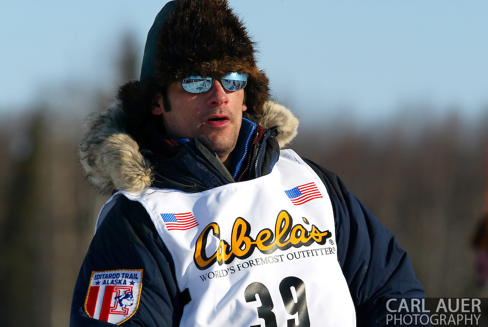 3/4/2007:  Willow, Alaska -  Veteran Hugh Neff of Skagway, AK  heads for Nome in the 35th Iditarod Sled Dog Race
