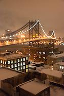 New York elevated view on Dumbo district and Manhattan under the snow. Manhattan bridge  view from a rooftop at night  / le pont de Manhattan et les toits, vue panoramique sur Manhattan depuis les atteliers d'artistes de DUMBO sous les ponts de Manhattan et de Brooklyn