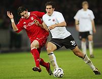 29.04.06 ,v.l. Owen Hargreaves Bayern, Benjamin Huggel<br /> DFB-Pokal Finale Eintracht Frankfurt - FC Bayern Muenchen<br />  Bayern München<br /> Norway only