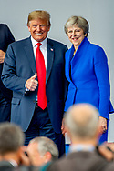 BRUSSEL - Bondskanselier van Duitsland Angela Merkel President van de Verenigde Staten Donald Trump praat met Premier van het Verenigd Koninrijk Theresa May tijdens de familiefoto op de NAVO-bijeenkomst in Brussel. Tijdens de top wordt onder meer gesproken over gereedheid, inzetbaarheid en het verbeteren van de militaire mobiliteit in Europa.  copyrught robin utrecht