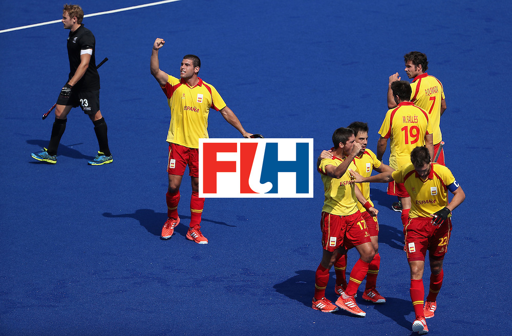 RIO DE JANEIRO, BRAZIL - AUGUST 09:  Xavi Lleonart #17 of Spain is congratulated by Salvador Piera #20, Manel Terraza #22, Miguel Delas #6, Pau Quemada #7 and Marc Salles #19 after Lleonart scored a late goal against New Zealand duing the hockey game on Day 4 of the Rio 2016 Olympic Games at the Olympic Hockey Centre on August 9, 2016 in Rio de Janeiro, Brazil.  (Photo by Christian Petersen/Getty Images)