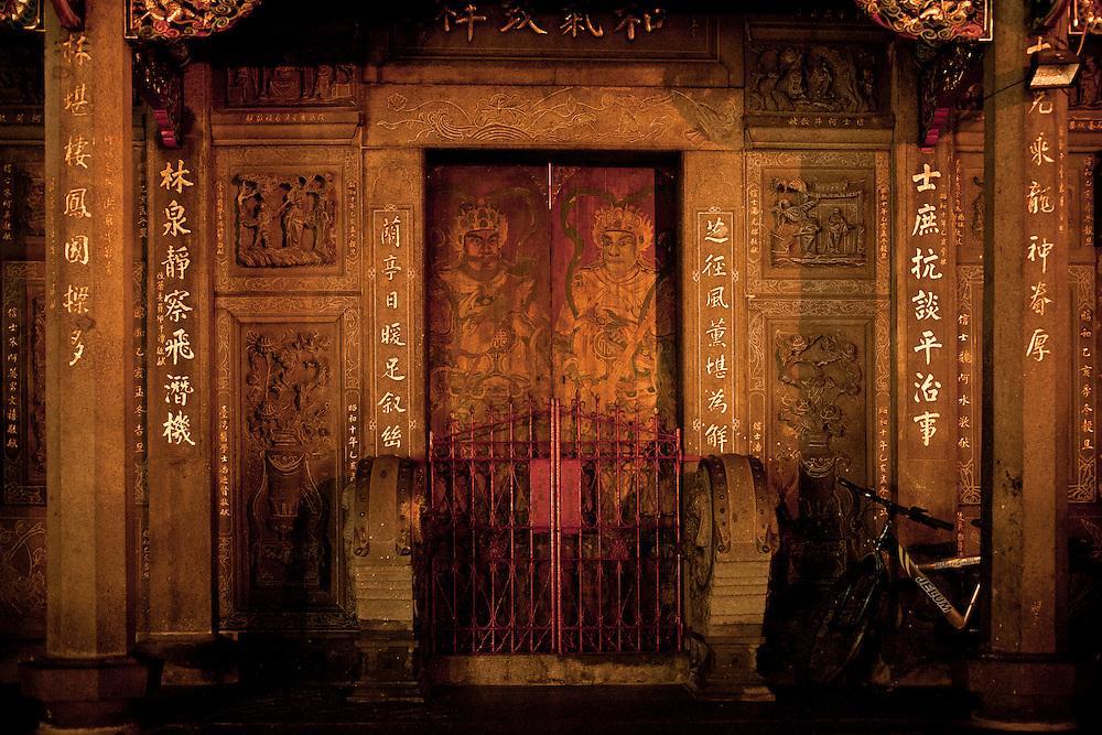 Les gardiens des points cardinaux sur les portes du temple de Guanshi.
