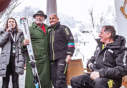 26.01.2019, Rasmushof Alm, Kitzbühel, AUT, FIS Weltcup Ski Alpin, Pressekonferenz, Arnold Schwarzenegger präsentiert eigenen Ski im Stil seines R20 Austrian World Summit, im Bild v.l.: Arnold Schwarzenegger, Johan Eliasch (CEO Head), Franz Klammer (AUT) // f.l.: Arnold Schwarzenegger Johan Eliasch (CEO Head) Franz Klammer (AUT) during a press conference, Arnold Schwarzenegger presents own skis in the style of his R20 Austrian World Summit at the Rasmushof Alm in Kitzbühel, Austria on 2019/01/26. EXPA Pictures © 2019, PhotoCredit: EXPA/ JFK