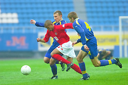 KIEV, UKRAINE - Tuesday, June 5, 2001: Wales' Robert Earnshaw in action against Ukraine's Vyacheslav Sviderskiy during the Under-21 World Cup Qualifying match at the Dynamo Stadium. (Pic by David Rawcliffe/Propaganda)