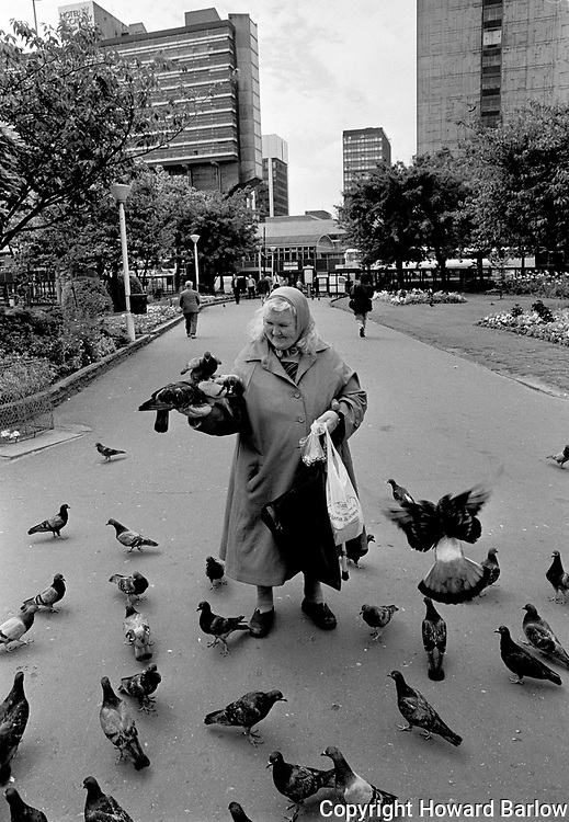 Pigeon lady of Piccadilly Gardens- 1988<br />