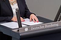 24 MAR 2017, BERLIN/GERMANY:<br /> Haende und Redemanuskript von Verena Bentele, Beauftragte der Bundesregierung fuer die Belange von Menschen mit Behinderungen, die ihre Rede mit den Fingern vom Manuskript in Blindenschrift abliest, waehrend der Bundestagesdebatte zum Teilhabebericht der Bundesregierung 2016, Plenum, Deutscher Bundestag<br /> IMAGE: 20170324-01-064<br /> KEYWORDS: Hand, Hände, Fingern, Finger